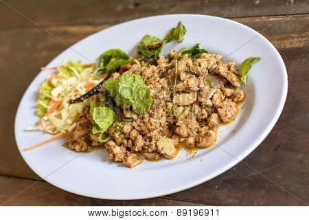 Spicy minced duck salad