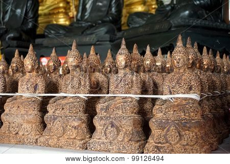 Line Up Of Image Of Buddha
