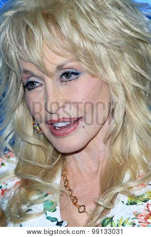 LOS ANGELES - AUG 13:  Dolly Parton at the NBCUniversal 2015 TCA Summer Press Tour at the Beverly Hilton Hotel on August 13, 2015 in Beverly Hills, CA