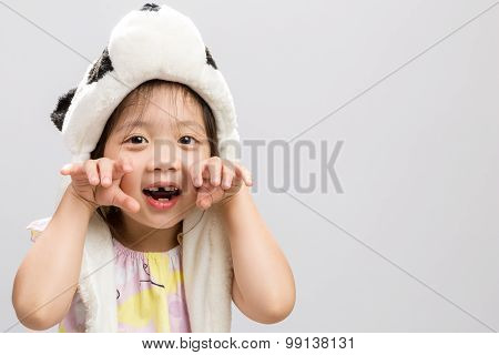 Child Pretending Animal Background / Child Pretending Animal / Child Pretending Animal, Panda, Studi