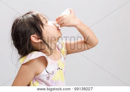 Child Using Nasal Spray Background / Child Using Nasal Spray / Child Using Nasal Spray, Studio Isola