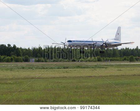 Il-18 Landing At An Air Show