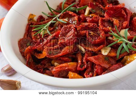 Sun-dried tomatoes with herbs and garlic