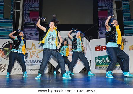 Members Breakdance Team Sm - Super Girls On Stage
