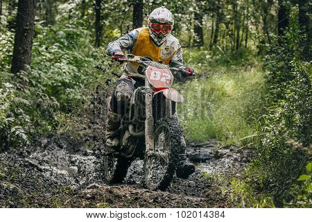 racer Enduro overcomes mud puddle