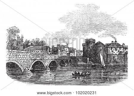 Thomond Bridge and King John's Castle, Limerick, Ireland vintage engraved illustration. Trousset encyclopedia (1886 - 1891).