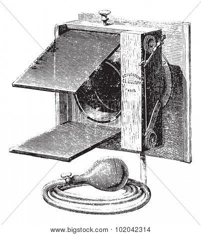 Universal instant double flap shutter, vintage engraved illustration. Usual Medicine Dictionary - Paul Labarthe - 1885.