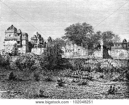 Rana Kumba Palace, vintage engraved illustration. Le Tour du Monde, Travel Journal, (1872).