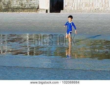 Boy Run To The Sea