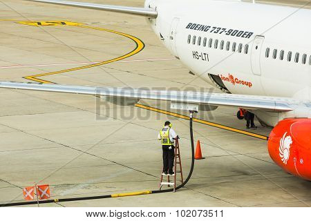 Underwing Fueling