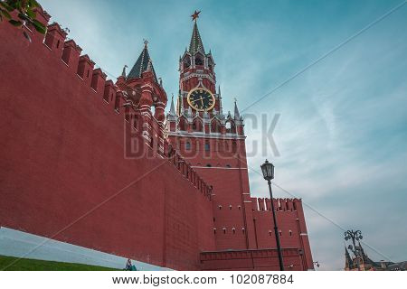 little person and Kremlin