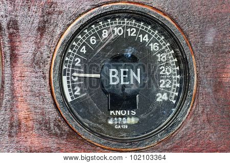 Old speedometer (Lag) of the sailboat