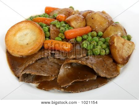 Traditional English Roast With Yorkshire Pudding & Summer Veg