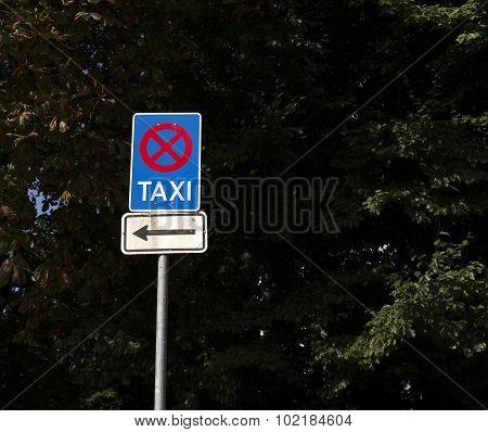 No parking, taxi area