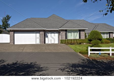 House With White Garage Doors Oregon.