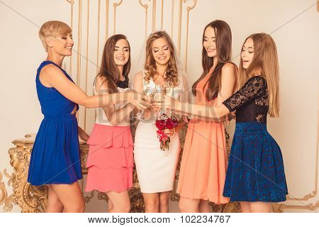 Girlfriends Raised Their Glasses For Their Girlfriend, Who Is Getting Married