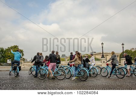 Bicycle tour group in Paris