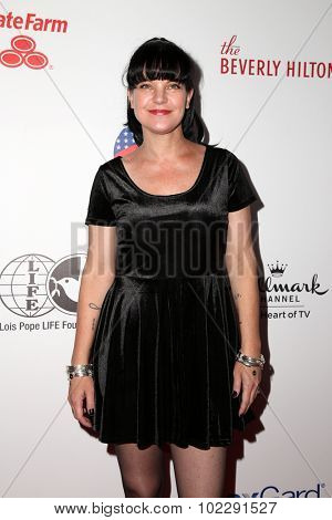 LOS ANGELES - SEP 19:  Pauley Perrette at the 5th Annual American Humane Association Hero Dog Awards at the Beverly Hilton Hotel on September 19, 2015 in Beverly Hills, CA