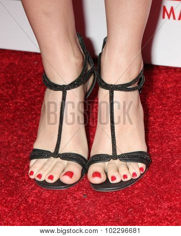 LOS ANGELES - SEP 18:  Beth Behrs (shoe detail) at the TV Industry Advocacy Awards Gala at the Sunset Tower Hotel on September 18, 2015 in West Hollywood, CA
