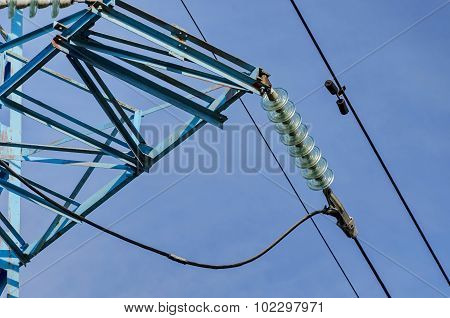 Bell-shaped insulator chain of electric power transmission line