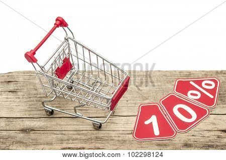 discount 10%, shopping cart on white background