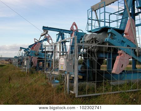 Oil pumping unit