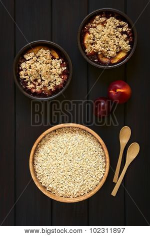 Raw Oatmeal and Fruit Crumble