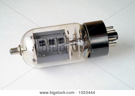 Antiguo tubo de vacío: 6Dq6