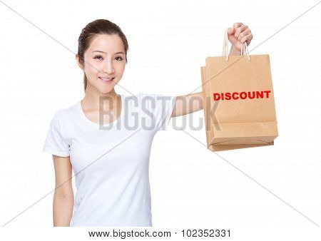 Woman carry with shopping bag and showing a word of discount