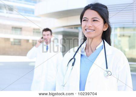 Mujer y hombre en Hospital