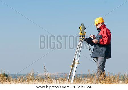 Surveyor Theodolit worker