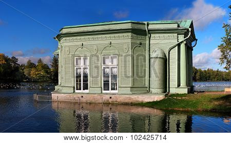 Pavilion of Venus in Gatchina park
