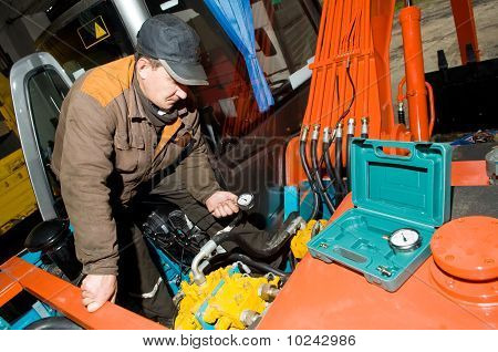 Checking Hydraulic System Of Machine
