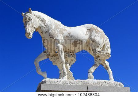 Large horse with peeling paint at cemetery