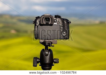 Dslr camera photographing Tuscany hills