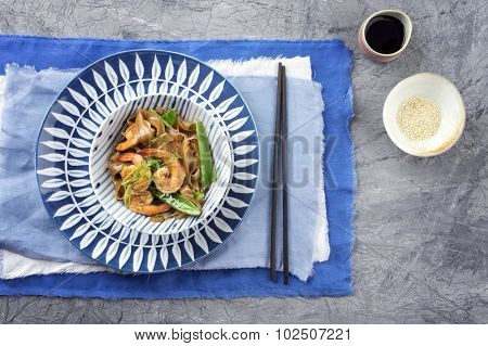 Kingprawn with Rice Noodles and Vegetable in Bowl