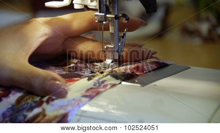 the sewing on the sewing machine