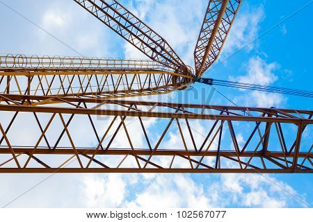 Lifting crane hewn rocks in a quarry