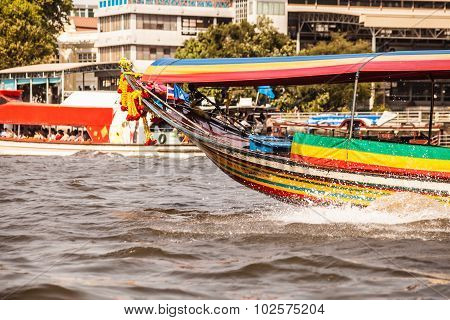Long Tail Boat Fore