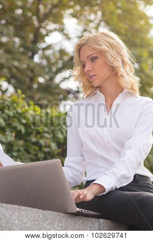 Freelance lady working oudoors