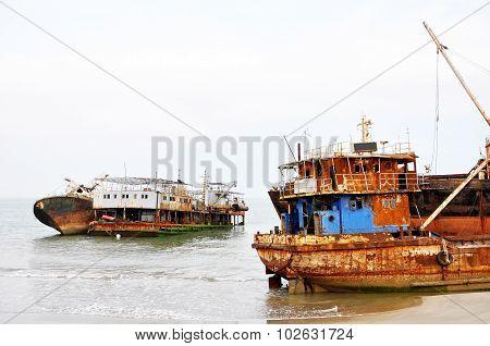 Shipwrecks at Barro Do Dande