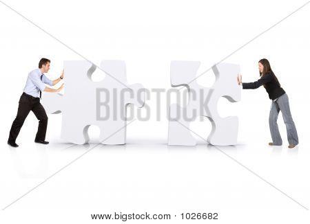 Business Partners stellen puzzel samen