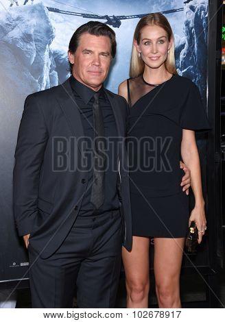 LOS ANGELES - SEP 09:  Josh Brolin & Kathryn Boyd