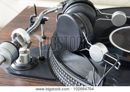Fashioned Turntable