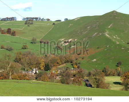 Outono em Ilam em Parque Nacional Peak District