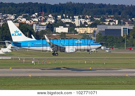 ZURICH - JULY 18: Boeing-737 KLM landing in Zurich after short haul flight on July 18, 2015 in Zurich, Switzerland. Zurich airport is home for Swiss Air and one of biggest european hubs.