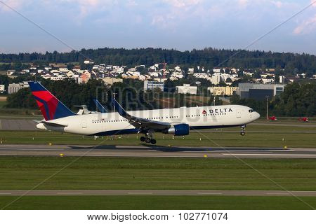 ZURICH - JULY 18: Boeing-757 Delta landing in Zurich after long haul flight on July 18, 2015 in Zurich, Switzerland. Zurich airport is home for Swiss Air and one of biggest european hubs.