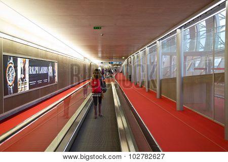 moving walkway, paris airport