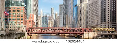Panorama Chicago downtown and River with bridges