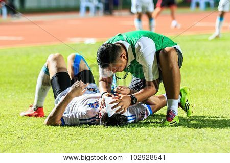 Sisaket Thailand-september 20: First Aid Team Of Tot Sc (green) In Action During Thai Premier League